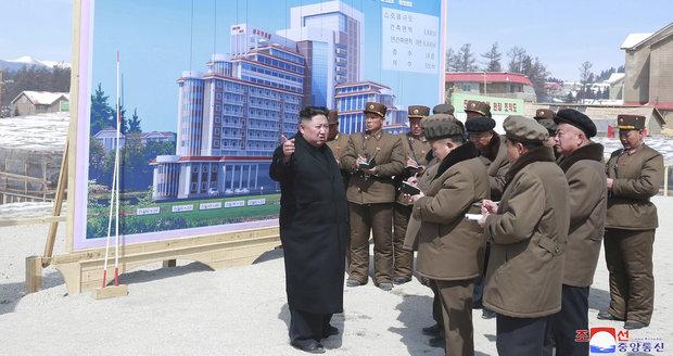 Kim si vyjel za sluncem do luxusního plážového resortu. Zamíří i za Putinem?