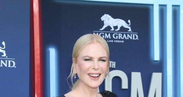 Nicole Kidmanová na ACM Awards předvedla totálně vyhlazený obličej.
