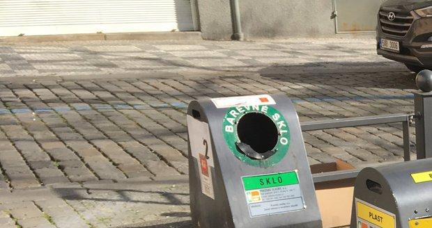 Postrádáte ve svém okolí konkrétní nádoby na tříděný odpad? Pomůže chytrá mapa i místní úřad.