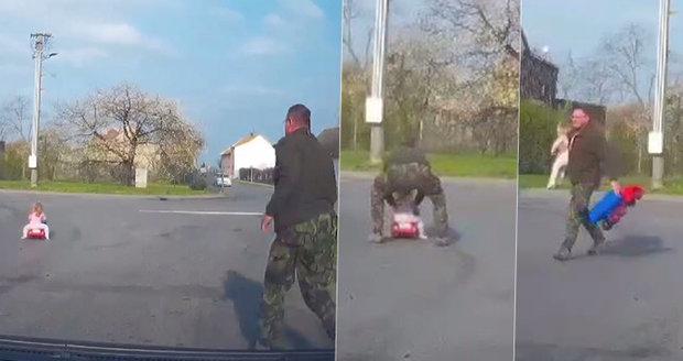 Na Kroměřížsku vjelo na silnici batole! Prý ho vypustil kocour! Zachraňovali ho na poslední chvíli