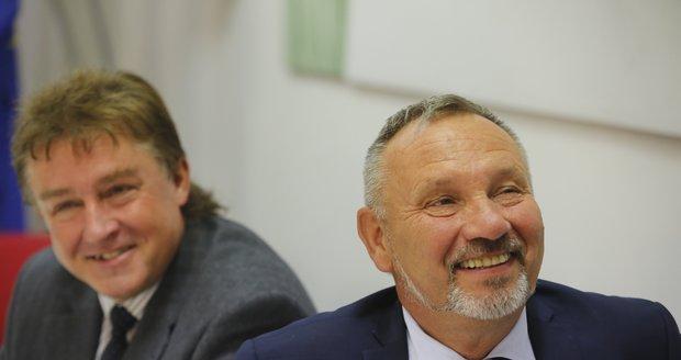 Tajná svatba s policistkou: Komunista Kováčik se v 63 letech znovu oženil