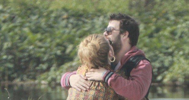 Zamilovaní Adele a Simon