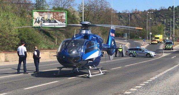 V Podbabě došlo k ošklivé dopravní nehodě. Pro zraněného přiletěl dokonce vrtulník.