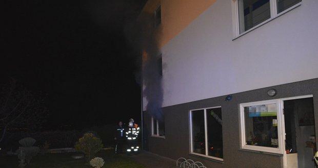 V Nehvizdech u Prahy hořela 23. dubna prodejna elektrokol.