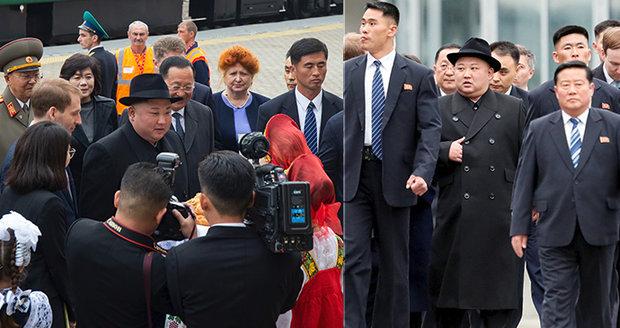 Kima vítala v Rusku děvčata v krojích. Nabízený chleb a sůl diktátor neochutnal