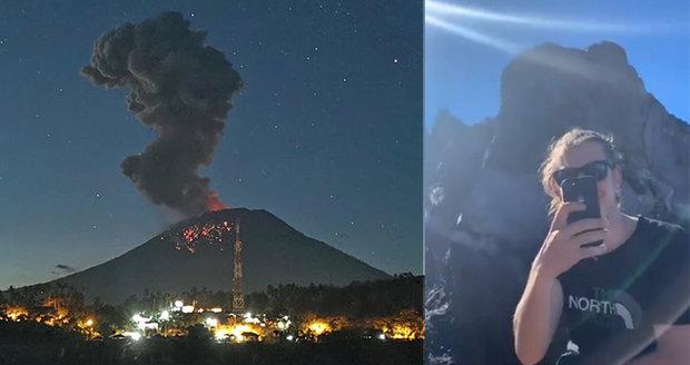 V dovolenkovém ráji vybuchla sopka. Turisté se dál klidně fotí na aktivním vulkánu