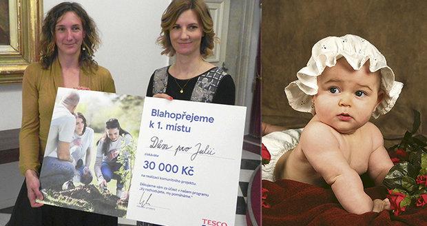 Ředitelka projektu dětského hospice Dům pro Julii Radka Vernerová (vlevo) s primátorkou Brna Markétou Vaňkovou. Hospic bude pojmenovaný po sedmiměsíční Julince, která zemřela na meningitidu.