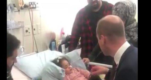 Princ William navštívil v nemocnici na Novém Zélandu pětiletou oběť teroristického útoku na mešity.