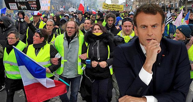 """Ustoupil Macron """"žlutým vestám""""? Slibuje nižší daně i změnu ústavy. Sklidil kritiku"""