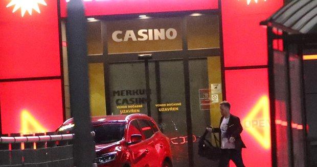 Jakub Prachař odjel z kasina krátce po 23. hodině.