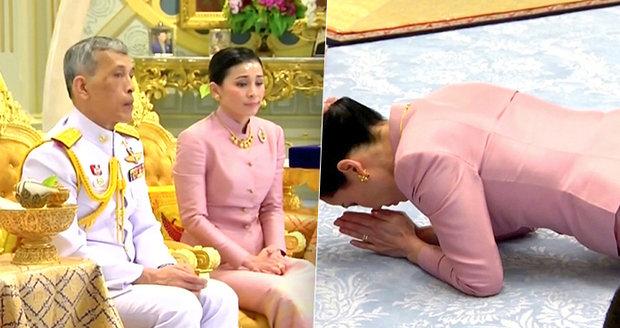 Nevěsta mu ležela u nohou. Thajský král se počtvrté oženil, vzal si velitelku ochranky