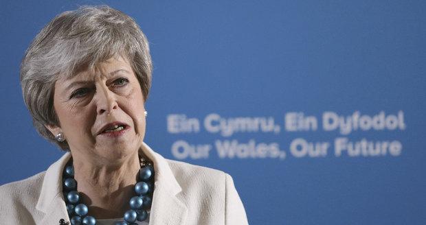 """Mayová má plán, ale Brity neuklidnila. """"Přestaňte kolem brexitu mlžit,"""" vyzývají ji"""