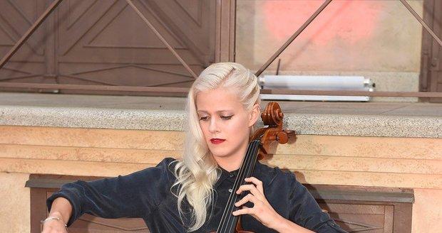 Terezie Kovalová je nejen krásná, ale také nadaná violoncellistka