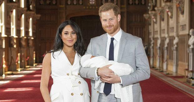 Vévodkyně Meghan a princ Harry poprvé ukázali veřejnosti svého chlapečka.