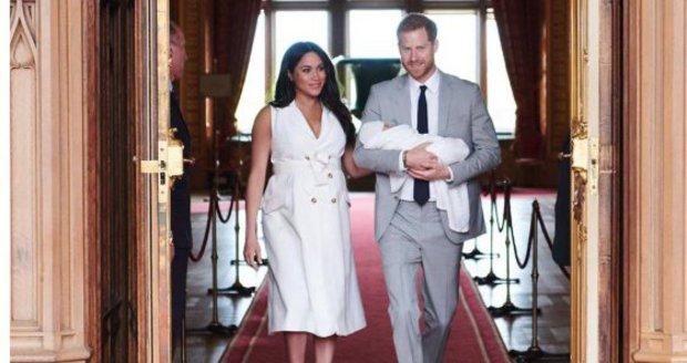 Vévodkyně Meghan a princ Harry představili světu syna