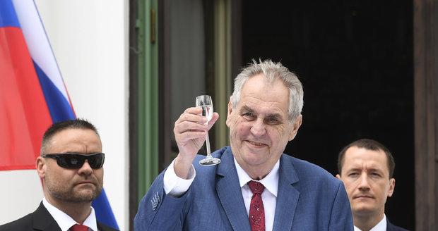 Zeman v Maďarsku zavítá i do jaderné elektrárny. Veze s sebou 30 podnikatelů