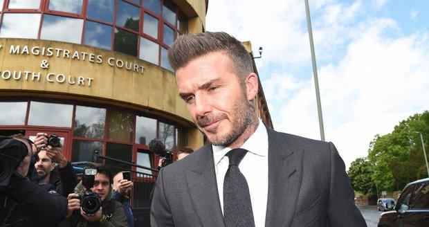David Beckham musel k soudu
