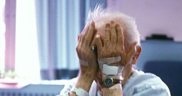 Umírající (†86) odkázal 850 tisíc Kč domovu pro seniory: Když to rodina zjistila, oznámila to policii (foto ilustrační)