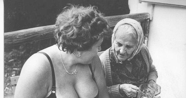 Fotografická tvorba Františka Dostála je příznačná úsměvnými momentkami.