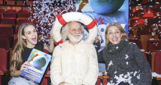 Lucie Zedníčková s dcerou Amélií a klaunem Slavou Poluninem