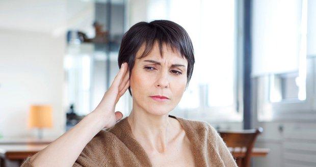 Pískání v uších trápí Annu (19) i známé Čechy. Co zabírá na tinnitus?
