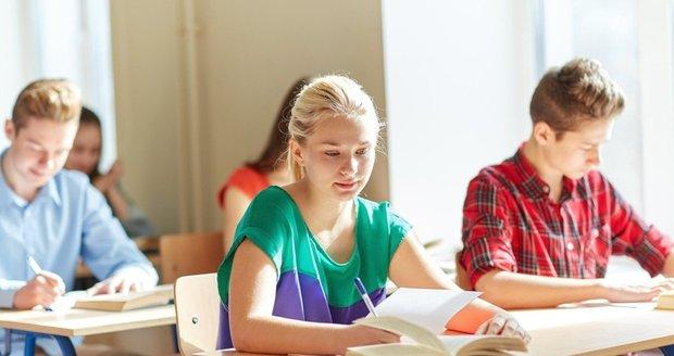 """Z češtiny """"rupla"""" čtyři procenta maturantů. Ústní zkouška byla nad jejich síly"""