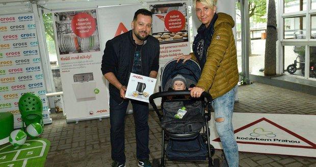 Michal Kavalčík s přítelkyní Zuzanou a synem