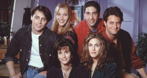 Víte, jak se změnili herci ze seriálu Přátelé?