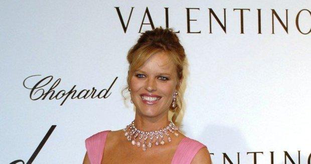 Topmodelka Eva Herzigová na festivalu v Cannes 2007