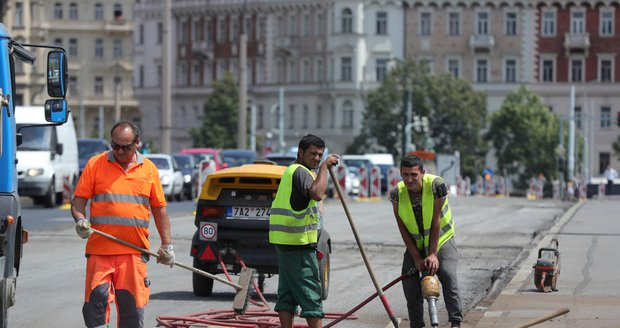 Praha chystá nový systém na koordinaci plánovaných oprav komunikací a chodníků. (ilustrační foto)