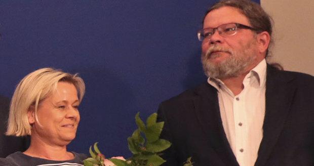 """""""Skokan"""" Vondra bude v Bruselu sedět s matkou svého syna. Uspěl i generál Blaško"""