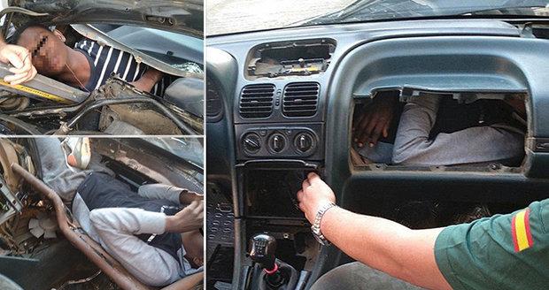 Uprchlík se schovával v palubní desce auta. Další našel úkryt u motoru