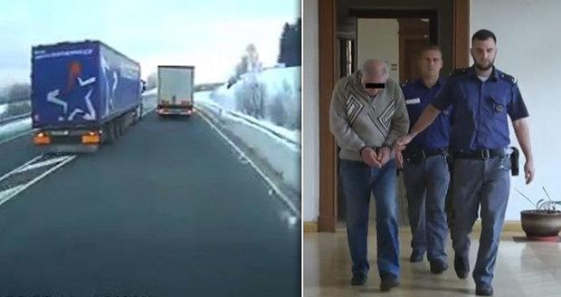 Soud vydal do Německa šoféra kamionu: Za ohrožení autobusu ho chtějí stíhat pro vraždu!