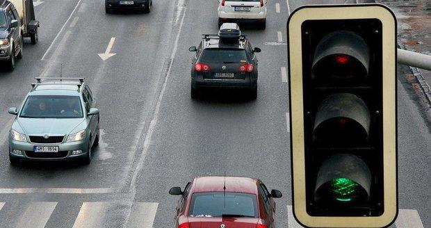 Dopravu v Jahodnici mají zklidnit semafory (ilustrační foto).