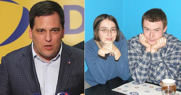 Markéta a Mirek v turecké base netrpí, tvrdí europoslanec. Naději upírají k vydání do Česka