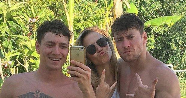 Veronika je v Itálii s dvojčaty Dubovickými.