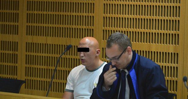 """""""Imbecil"""" dostal za 12 let na dávkách přes milion: Retardaci předstíral kvůli penězům, uvedli znalci u soudu"""
