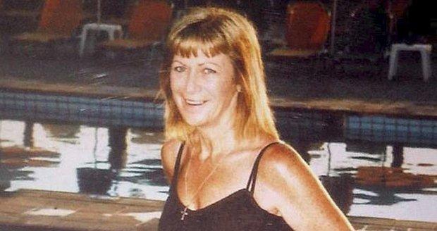 Smrt mámy byla nehoda, tvrdí policie. Tělo našli bez očí, vlasů a s přeraženým nosem