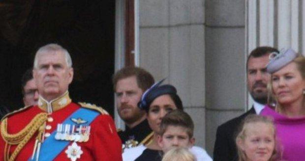 Princ Harry a vévodkyně Meghan se netvářili zrovna šťastně