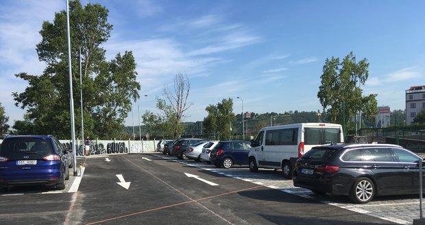 Nové parkoviště v režimu smíšené zóny v pražských Holešovicích