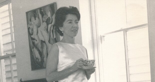 První polovina 60. let 20. století, Meda ve svém domě ve Washingtonu.
