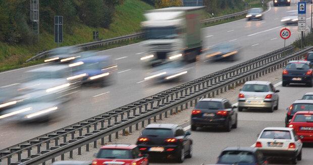 Sjednocování pravidel silničního provozu se EU zatím nějak netýká.