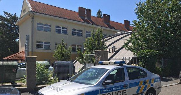 Kvůli výhrůžce střelbou policisté zintenzivnili hlídky u škol (24. června 2019).