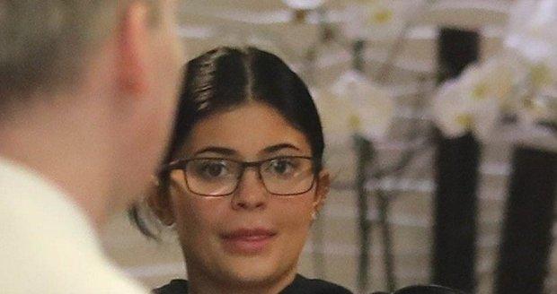 Nenalíčená Kylie Jenner