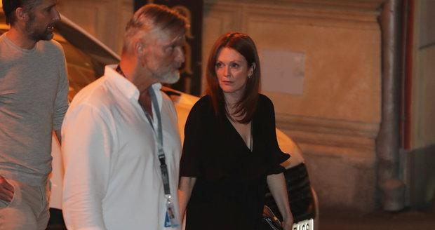Julianne Mooreová po večeři s Jiřím Bartoškou