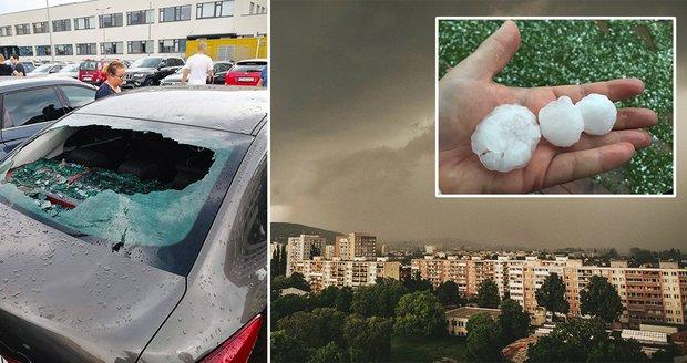Obří kroupy pustošily Košice: Zničená auta, domy a horentní účet pro pojišťovny