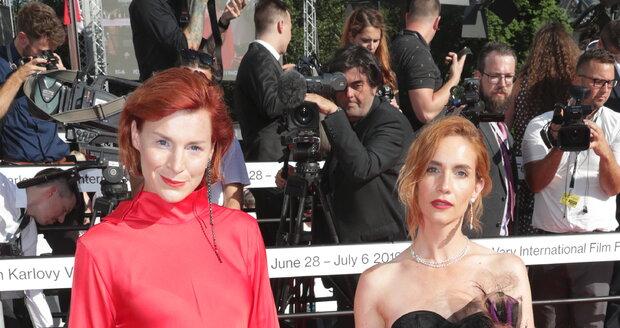 Herečka Lenka Krobotová s Hanou Vágnerovou