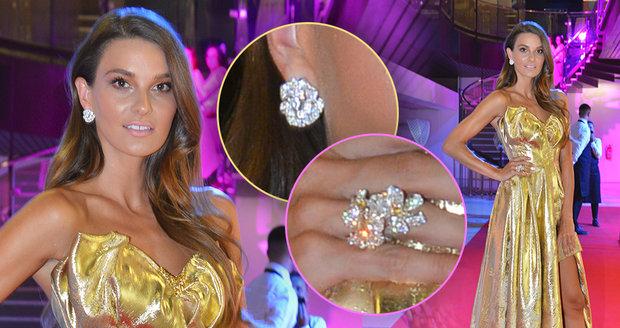 Nikol Švantnerová se blýskla v šatech od sourozenců Ponerových se šperky za 3 miliony