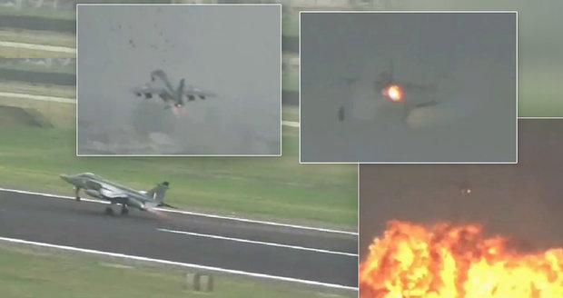 Pilot proletěl hejnem ptáků: Odhozené nádrže a bomby explodovaly!