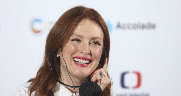 Julianne Moore na tiskové konferenci v Karlových Varech